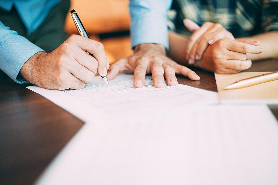 Revisión y redacción de contratos de ámbito tecnológico